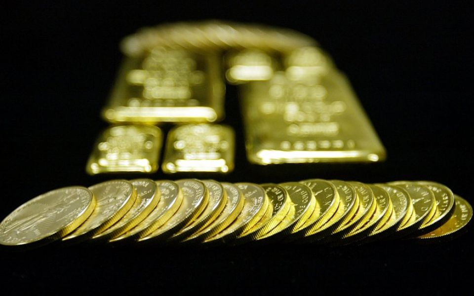 Gold rises to eight-month high as Huawei tensions weigh on dollar