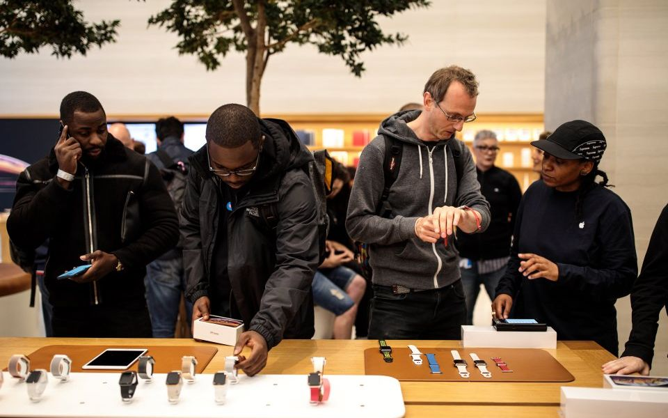 Apple to buy parts of European chipmaker Dialog