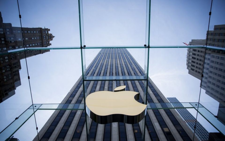 Apple profits warning a red flag on China, but company also to blame