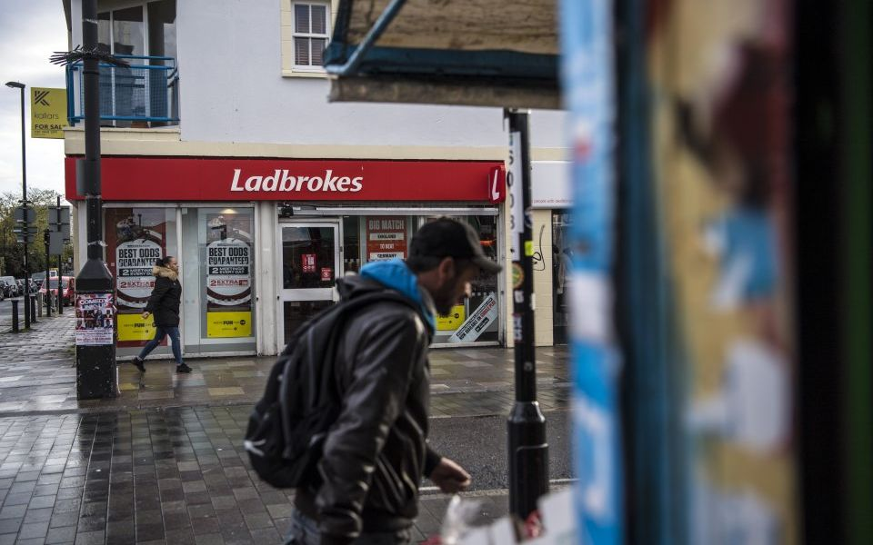 Ladbrokes chairman to step down after selling thousands of shares