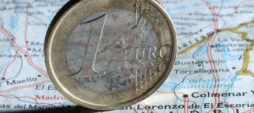 Eurozone service sector's slowdown puts pressure on ECB to undertake quantitative easing