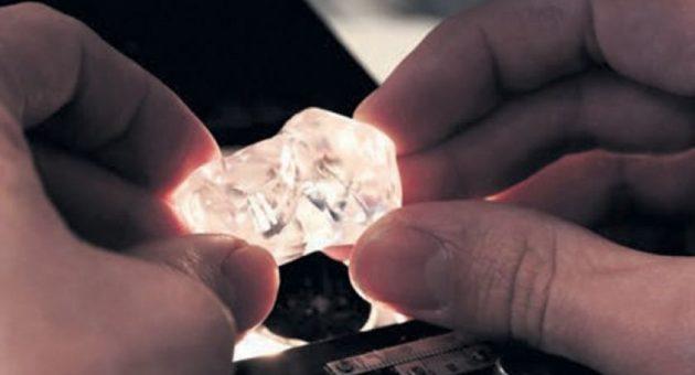 De Beers diamond sales improve despite market challenges