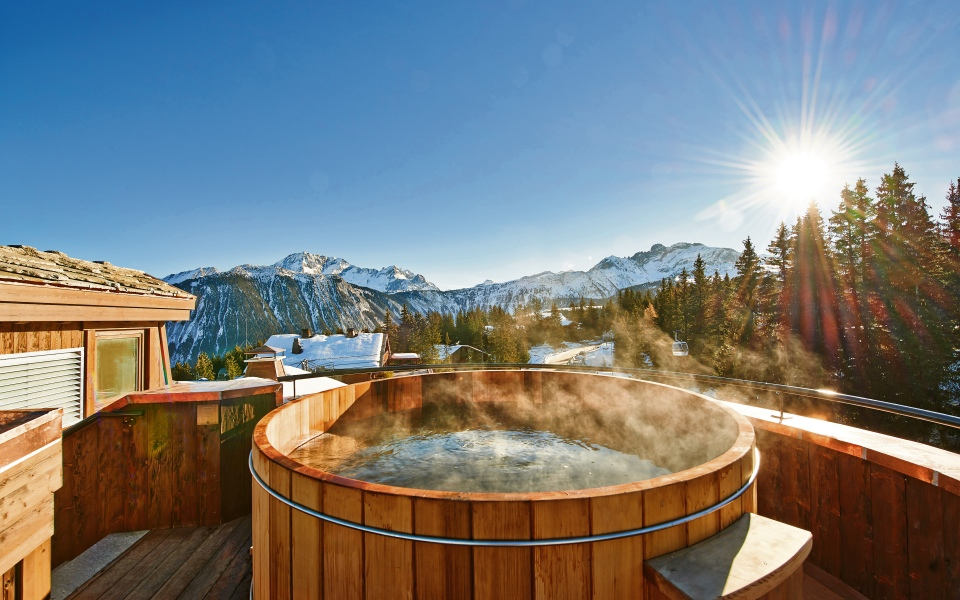 Perched at the top of Courchevel 1850, the ski resort of L'Apogee boasts Michelin stars, Himalayan salt saunas and five-star skiing