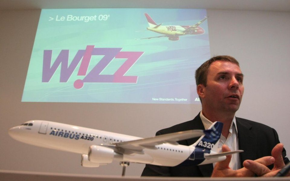 Wizz Air chief executive Joszef Váradi has today signed a new five-year contract with the Hungarian airline, a day after his whopping new bonus plan was approved by shareholders.