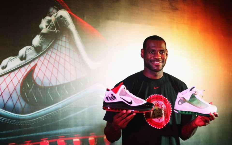 super popular 7ae25 104c3 Nike has given basketball ace LeBron James a lucrative