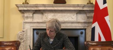 Brexit: UK economic outlook hinges on May selling deal