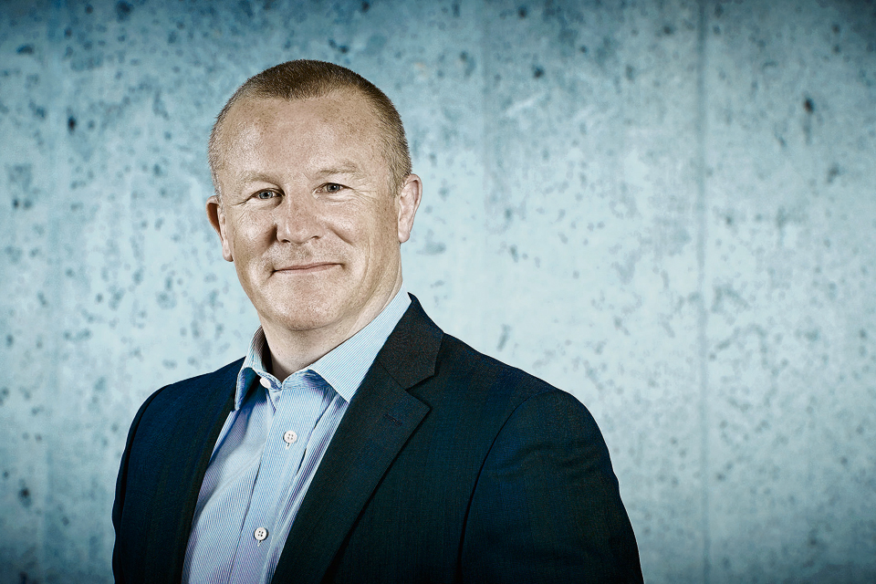 Neil Woodford apologises to investors after freezing ...