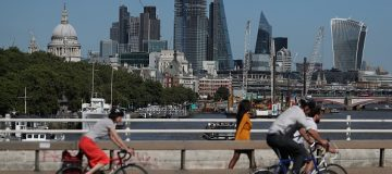 Foreign workers are increasingly put off applying for jobs in the City of London and UK finance, jobs site indeed said.