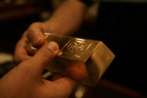 Gold hits five-year high on dovish Fed