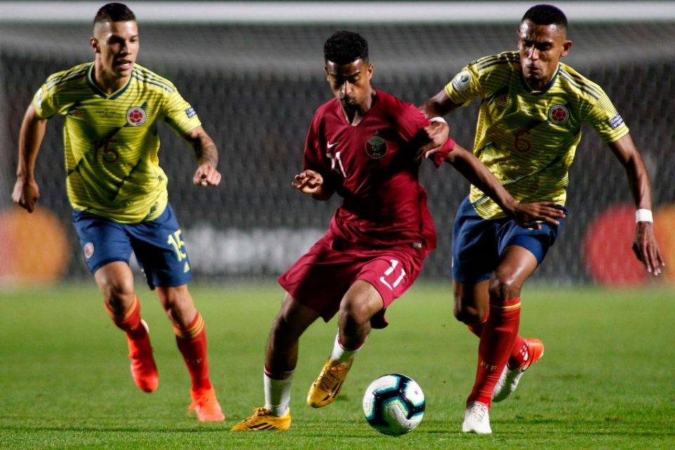 Qatar's Akram Afif (C) is chased by Colombia's Mateus Uribe (L) and William Tesillo during their Copa America football tournament group match at the Cicero Pompeu de Toledo Stadium, also known as Morumbi, in Sao Paulo, Brazil, on June 19, 2019. (Photo by Miguel SCHINCARIOL / AFP)        (Photo credit should read MIGUEL SCHINCARIOL/AFP/Getty Images)