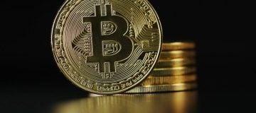 Big cryptocurrencies bounce back, but smaller rivals lie in wait