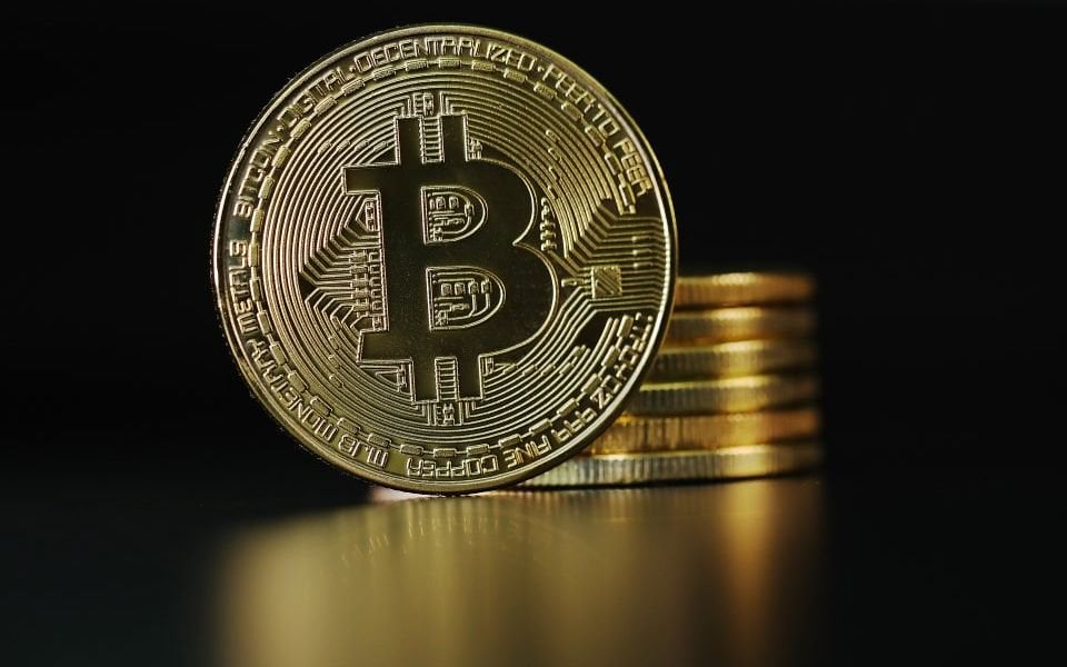 Big cryptocurrencies bounce back, but smaller rivals lie in