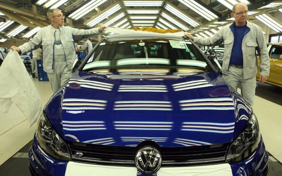 Global stocks reverse falls after reports Trump will delay auto tariffs