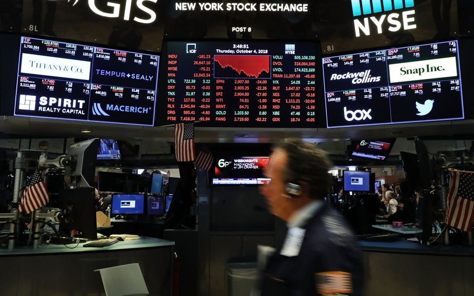 US stocks fall as trade war shows little sign of abating