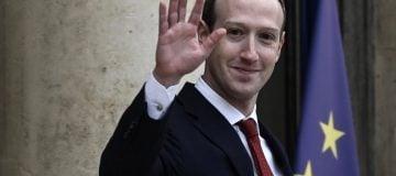 Mark Zuckerberg survives shareholder revolt at annual Facebook meeting