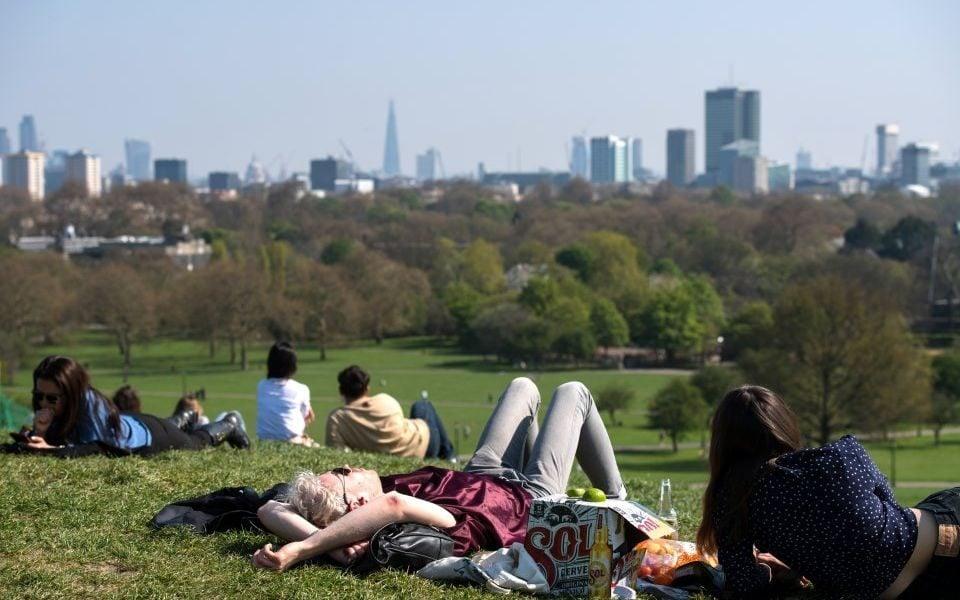 Londoners enjoy a UK heatwave