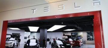 Tesla closes $2.7bn offering as it raises cash to fuel expansion plans