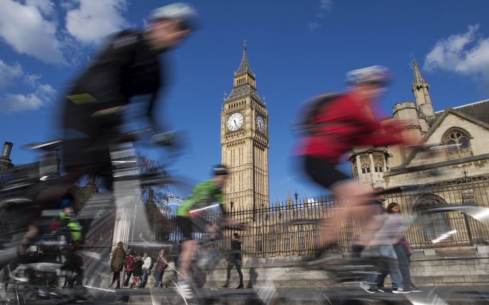 UK wages rise again as employment rate stays at record high says Office for National Statistics