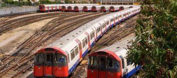 Severe delays hit District and Jubilee Lines