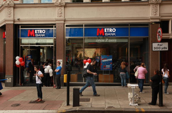 LONDON, ENGLAND - JULY 29: The first branch of Metro Bank opens to the public in Holborn on July 29, 2010 in London, England. The bank is the first UK high street bank to open in the last century, with two branches currently in central and West London opening seven days a week. The bank, Co-founded by billionaire US businessman Vernon Hill hopes to open another 200 branches in the greater London area over the next 10 years. (Photo by Peter Macdiarmid/Getty Images)