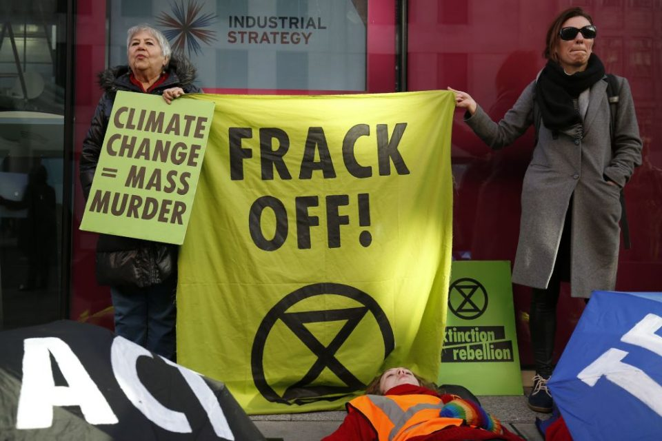 """Government bans fracking """"with immediate effect"""""""