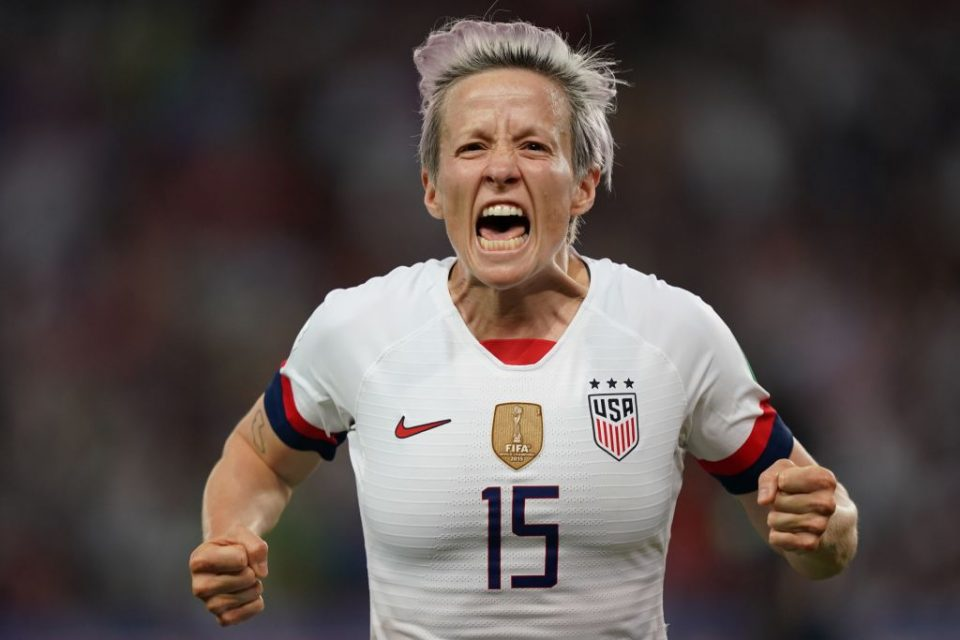TOPSHOT - United States' forward Megan Rapinoe celebrates after scoring a goal during the France 2019 Women's World Cup quarter-final football match between France and USA, on June 28, 2019, at the Parc des Princes stadium in Paris. (Photo by Lionel BONAVENTURE / AFP)        (Photo credit should read LIONEL BONAVENTURE/AFP/Getty Images)
