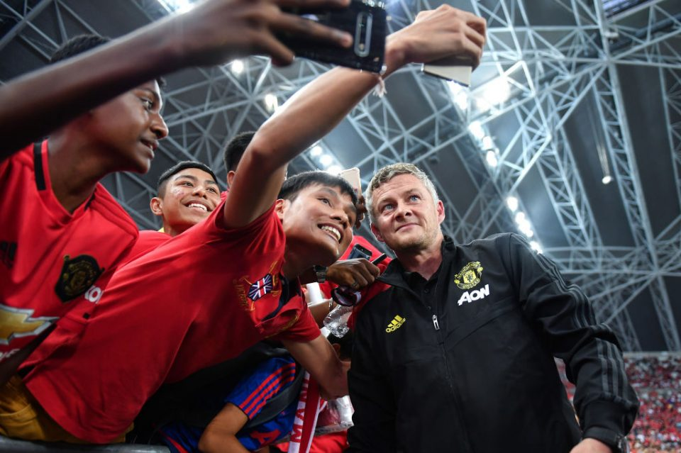 SINGAPORE - JULY 20: Manager Ole Gunnar Solskjaer of Manchester United poses for fans prior to the 2019 International Champions Cup match between Manchester United and FC Internazionale at the Singapore National Stadium on July 20, 2019 in Singapore. (Photo by Thananuwat Srirasant/Getty Images)