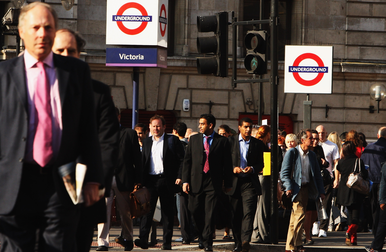 London Victoria derailment causes commuter chaos