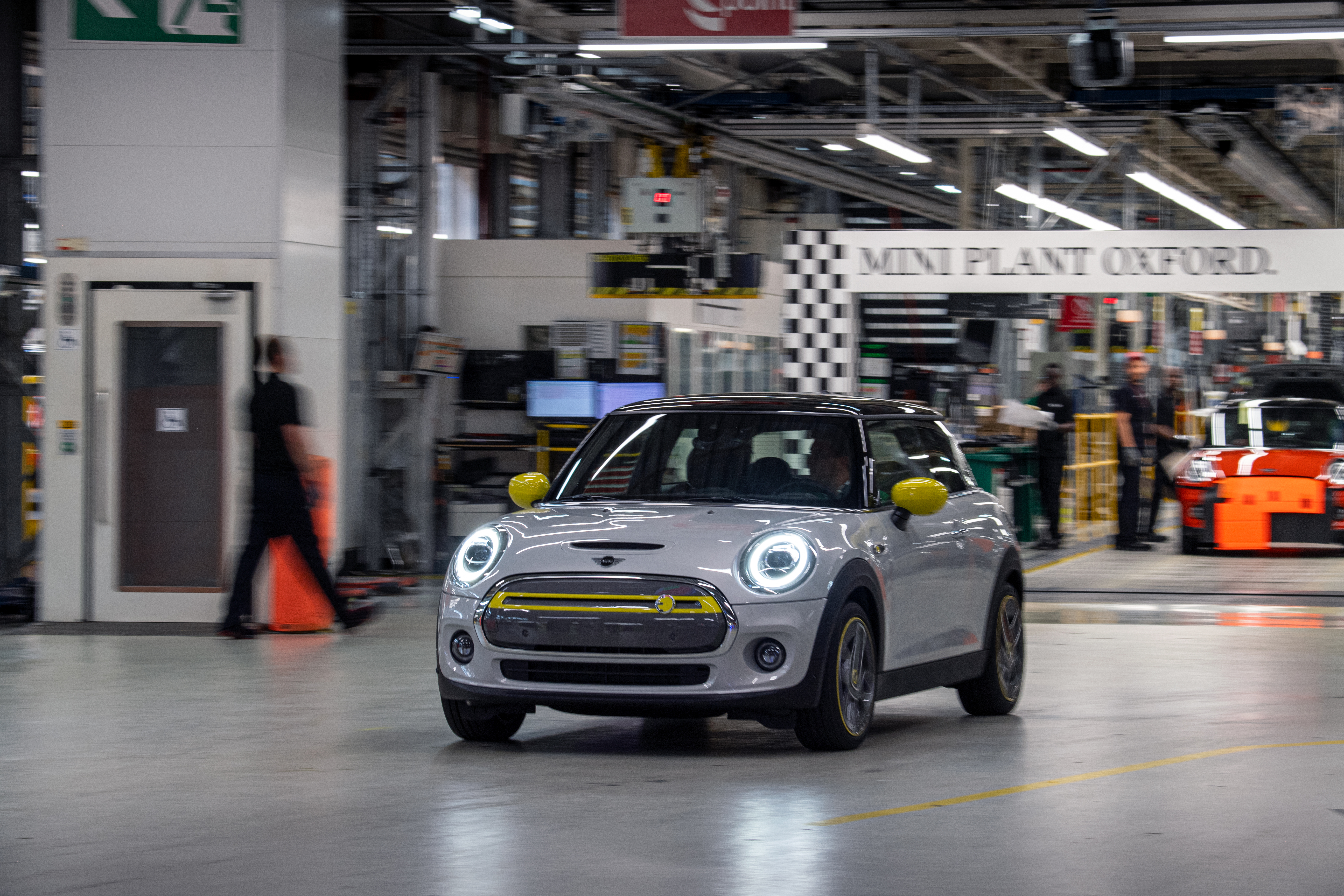 Build A BMW >> Bmw To Build Electric Mini In Oxford Boosting Britain S