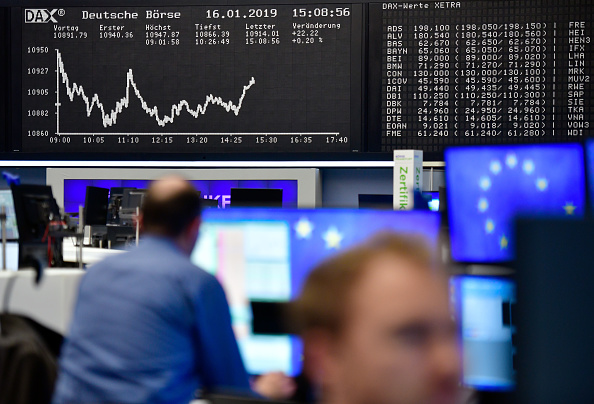 European stock markets tentatively rise as China stems currency fall