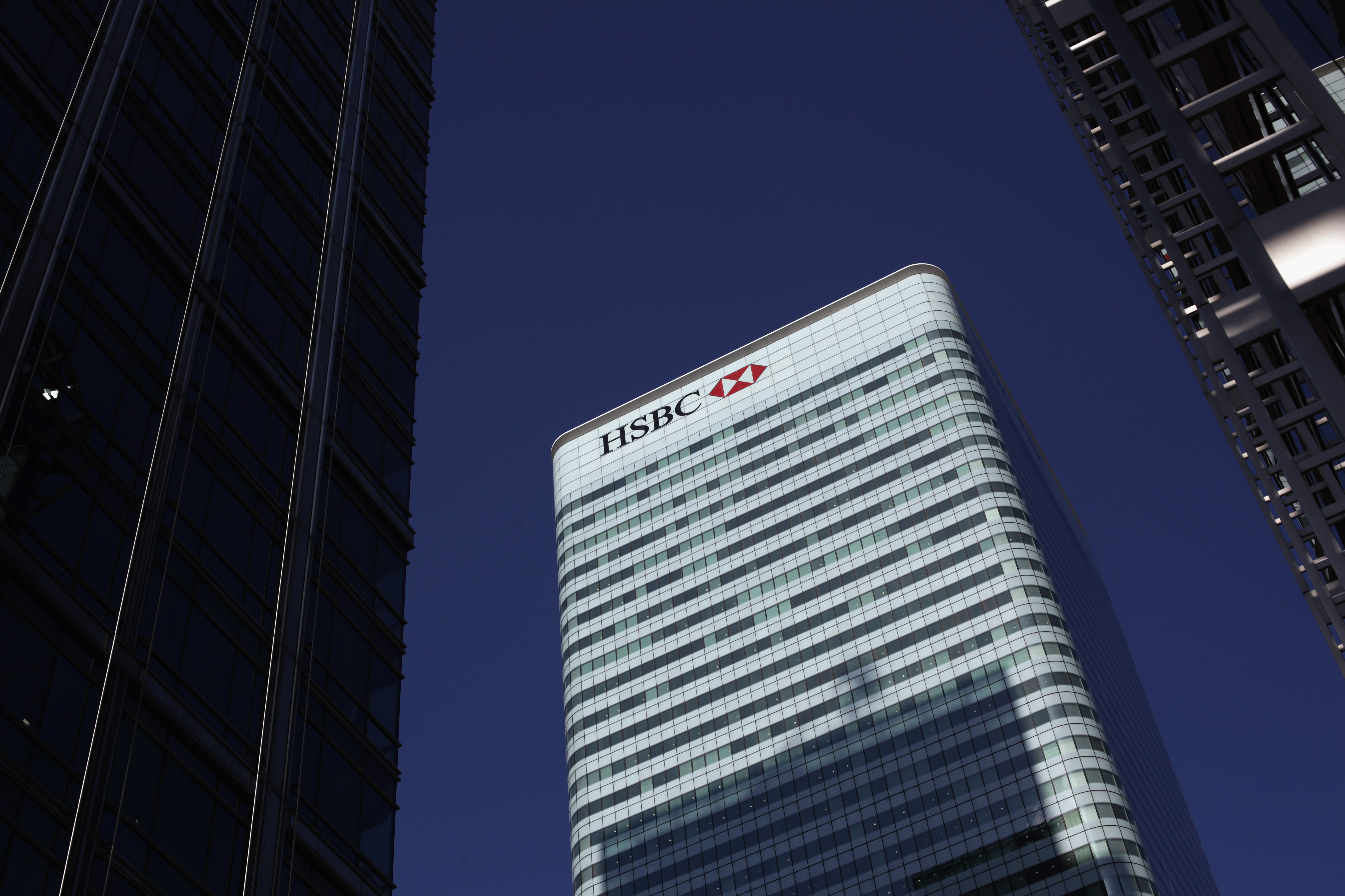 HSBC axes nearly 5,000 jobs in bid to reduce salary costs