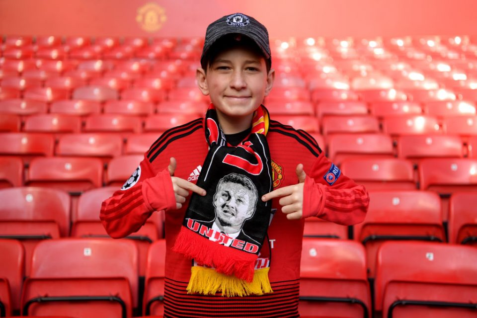 MANCHESTER, ENGLAND - FEBRUARY 24: A fan wears a scarf displaying an image of Ole Gunnar Solskjaer, Interim Manager of Manchester United on it prior to the Premier League match between Manchester United and Liverpool FC at Old Trafford on February 24, 2019 in Manchester, United Kingdom. (Photo by Laurence Griffiths/Getty Images)