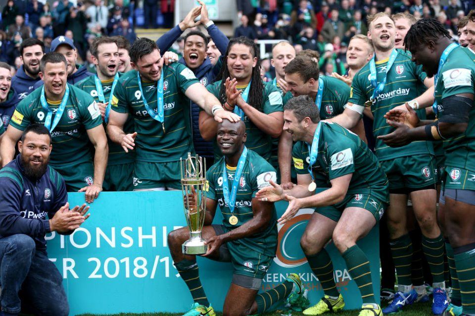 READING, ENGLAND - APRIL 27: Topsy Ojo of London Irish and team mates celebrate with the Greene King IPA Championship league trophy following the Greene King IPA Championship match between London Irish and Ealing Trailfinders at Madejski Stadium on April 27, 2019 in Reading, England. (Photo by Getty Images/Getty Images)