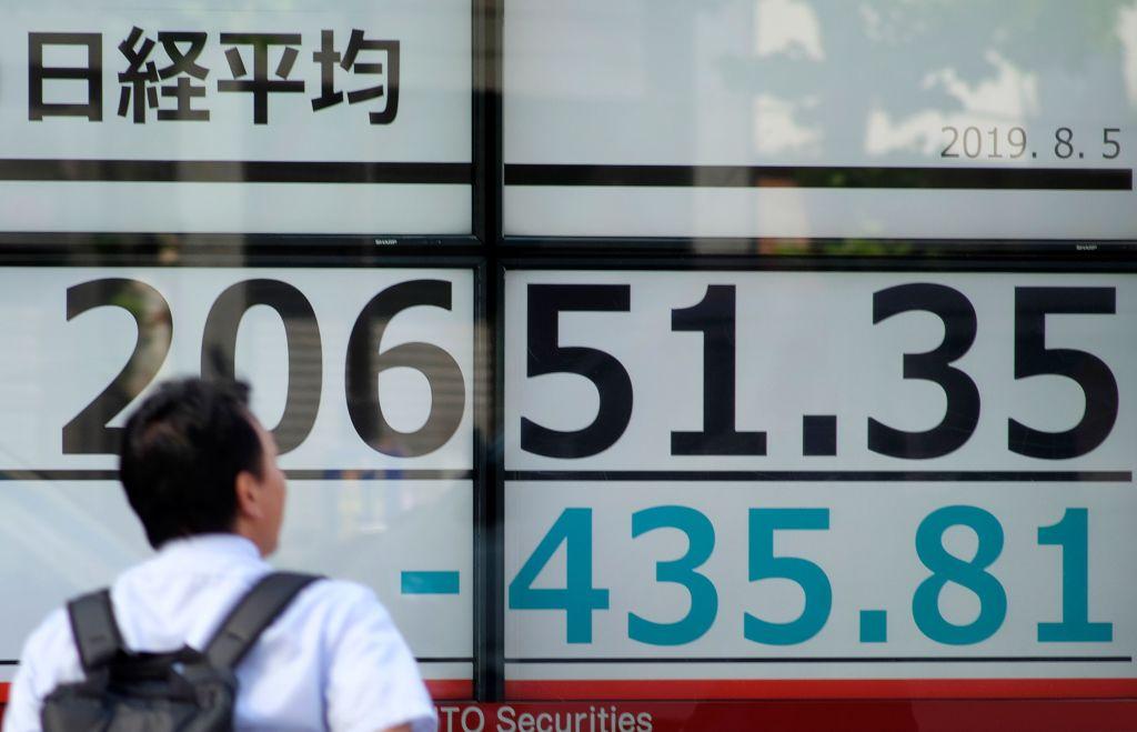 Asian stock markets regain ground despite warning lights for global economy
