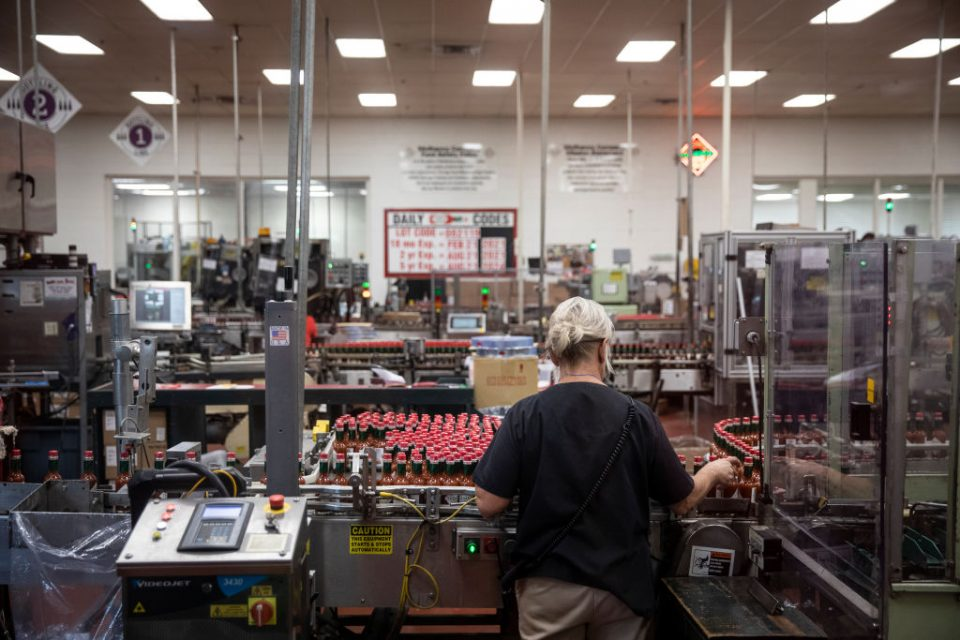 US manufacturing sector contracts for first time since 2009, survey says