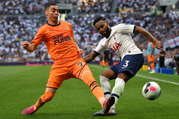 Newcastle United's Paraguayan midfielder Miguel Almiron (L) vies with Tottenham Hotspur's English defender Danny Rose (R) during the English Premier League football match between Tottenham Hotspur and Newcastle United at Tottenham Hotspur Stadium in London, on August 25, 2019. (Photo by Daniel LEAL-OLIVAS / AFP) / RESTRICTED TO EDITORIAL USE. No use with unauthorized audio, video, data, fixture lists, club/league logos or 'live' services. Online in-match use limited to 120 images. An additional 40 images may be used in extra time. No video emulation. Social media in-match use limited to 120 images. An additional 40 images may be used in extra time. No use in betting publications, games or single club/league/player publications. /         (Photo credit should read DANIEL LEAL-OLIVAS/AFP/Getty Images)
