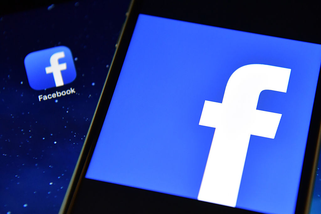Facebook confirms 'news tab' launch in US as it offers newspapers $3m to reproduce content