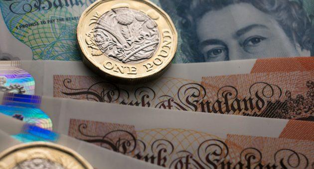 Sterling resumes fall as Brexit debate takes bizarre turn