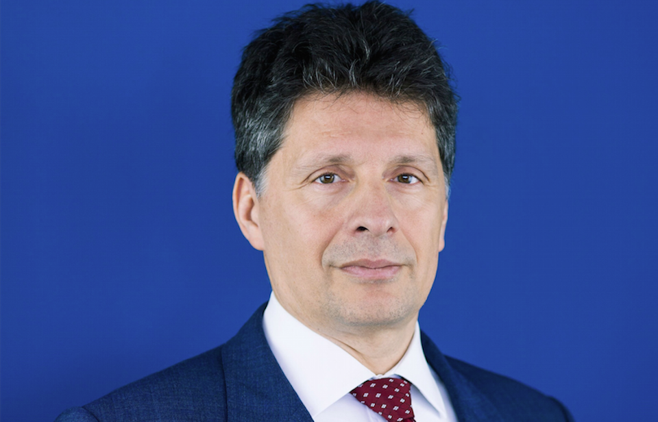 Top EU banking regulator moves to trade body