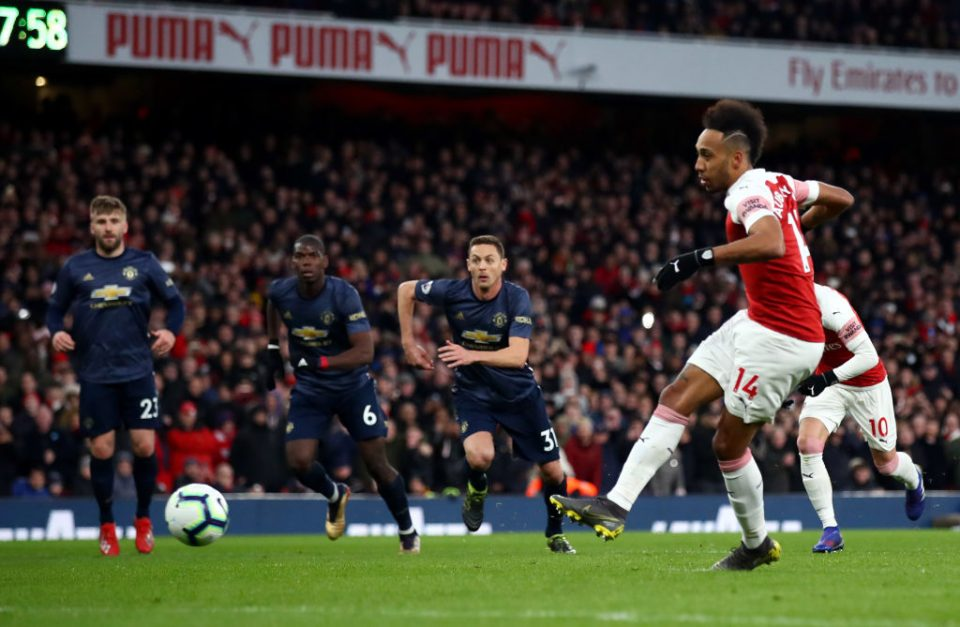 LONDON, ENGLAND - MARCH 10: Pierre-Emerick Aubameyang of Arsenal scores his team's second goal from the penalty spot during the Premier League match between Arsenal FC and Manchester United at Emirates Stadium on March 10, 2019 in London, United Kingdom. (Photo by Julian Finney/Getty Images)