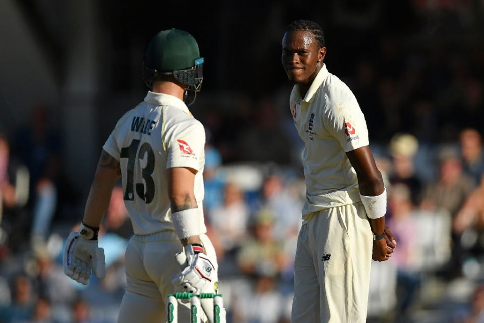 Australia's Matthew Wade (L) and England's Jofra Archer face off during play on the fourth day of the fifth Ashes cricket Test match between England and Australia at The Oval in London on September 15, 2019. (Photo by DANIEL LEAL-OLIVAS / AFP) / RESTRICTED TO EDITORIAL USE. NO ASSOCIATION WITH DIRECT COMPETITOR OF SPONSOR, PARTNER, OR SUPPLIER OF THE ECB        (Photo credit should read DANIEL LEAL-OLIVAS/AFP/Getty Images)
