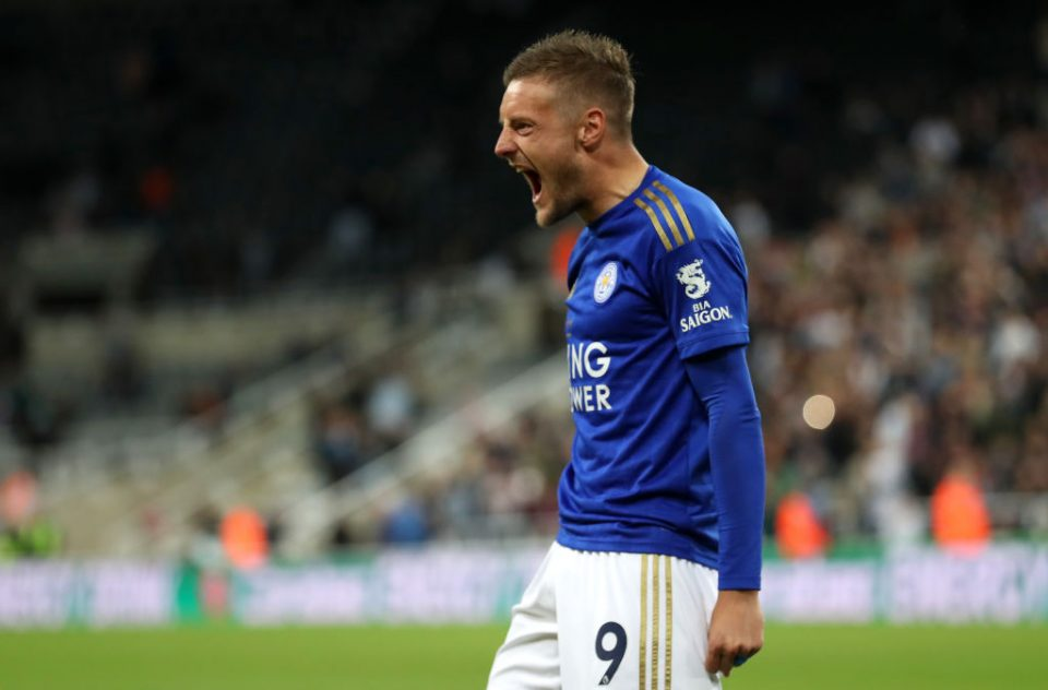 NEWCASTLE UPON TYNE, ENGLAND - AUGUST 28: Jamie Vardy of Leicester City celebrates after scoring the winning penalty during the Carabao Cup Second Round match between Newcastle United and Leicester City at St James' Park on August 28, 2019 in Newcastle upon Tyne, England. (Photo by Ian MacNicol/Getty Images)