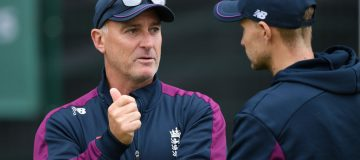 MANCHESTER, ENGLAND - SEPTEMBER 03: England captain Joe Root chats with batting coach Graham Thorpe during England nets ahead of the 4th Test match at Emirates Old Trafford on September 03, 2019 in Manchester, England. (Photo by Stu Forster/Getty Images)
