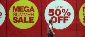 UK retail sales unexpectedly fall in August
