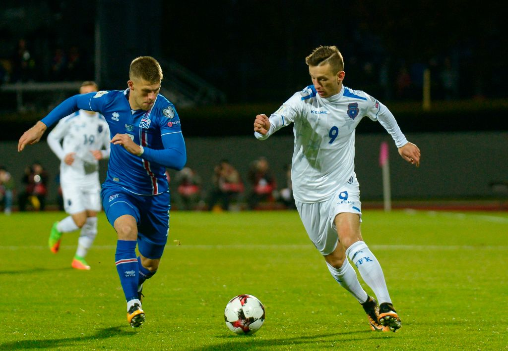 Iceland's forward Johann Berg Gudmundsson (L) and Kosovo's Bersant Celina vie for the ball during the FIFA World Cup 2018 qualification football match between Iceland and Kosovo in Reykjavik, Iceland on October 9, 2017. / AFP PHOTO / Haraldur Gudjonsson (Photo credit should read HARALDUR GUDJONSSON/AFP/Getty Images)