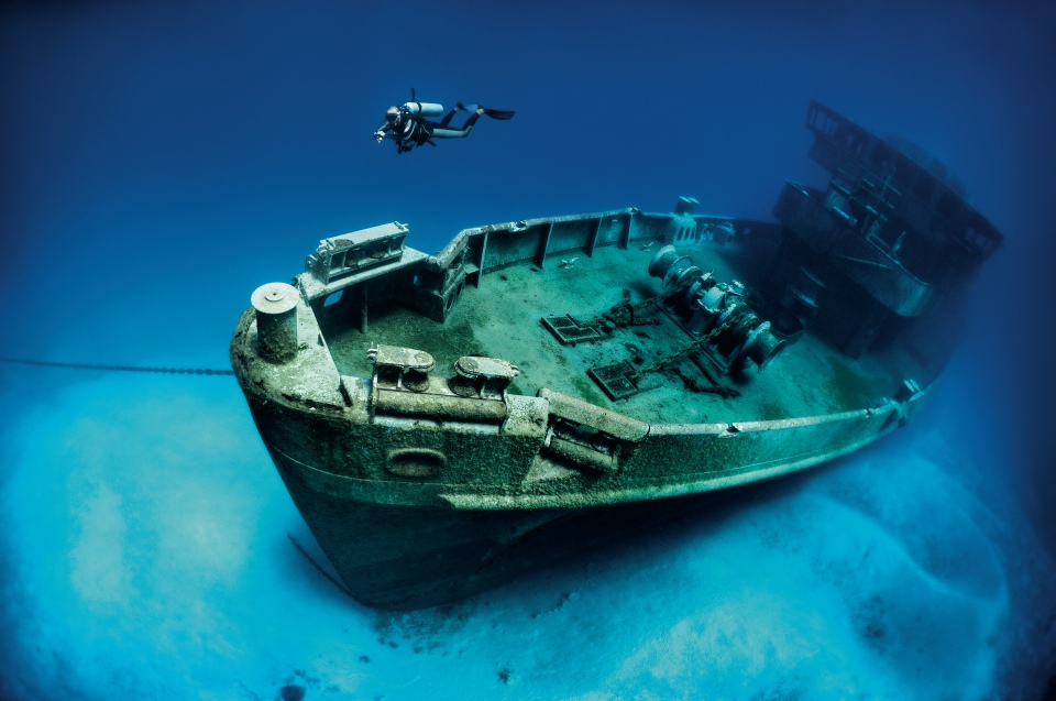 Why did the US Navy sink its own vessel off the coast of the  Cayman Islands?