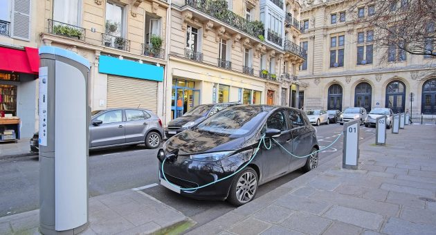 Electric car in Paris