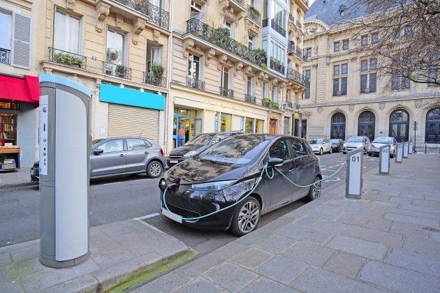 Electric car in Paris