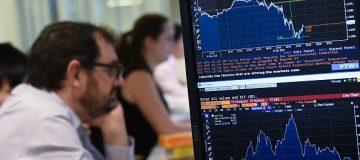 Sterling edges back as markets await Brexit update
