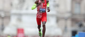 Under-fire Mo Farah faces moment of truth at the Chicago Marathon